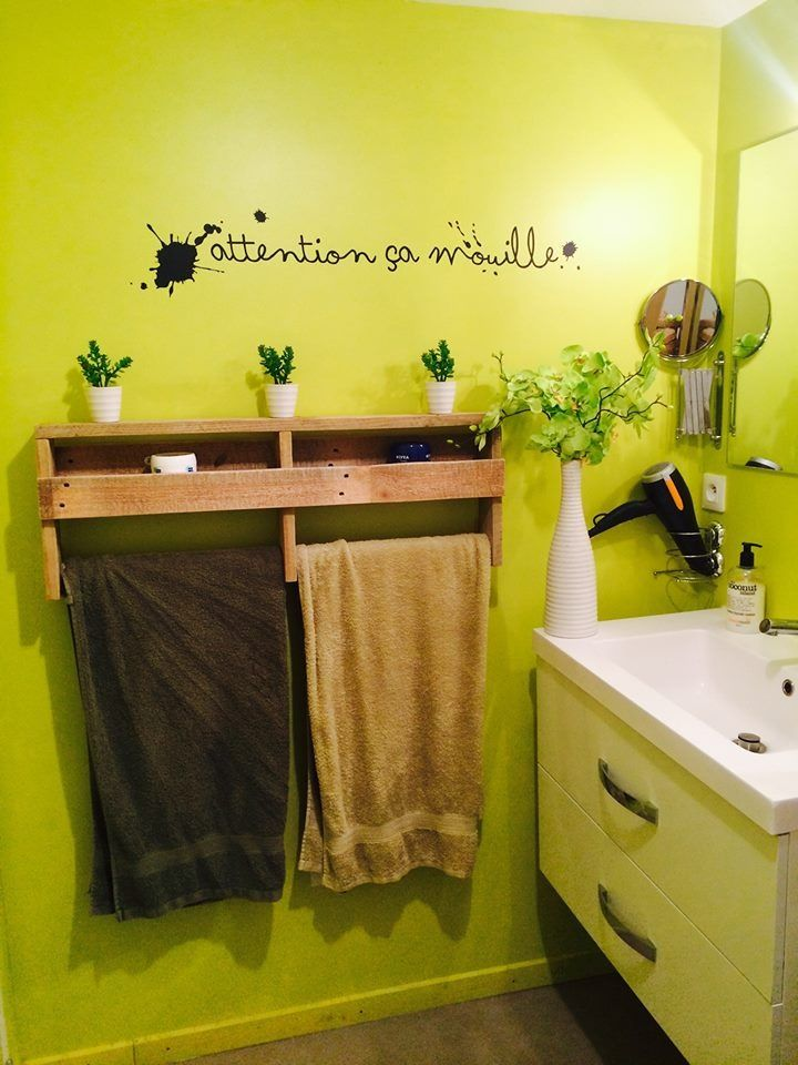 meuble serviette salle de bain ide dcoration salle de bain u sche serviette en bois de palette. Black Bedroom Furniture Sets. Home Design Ideas