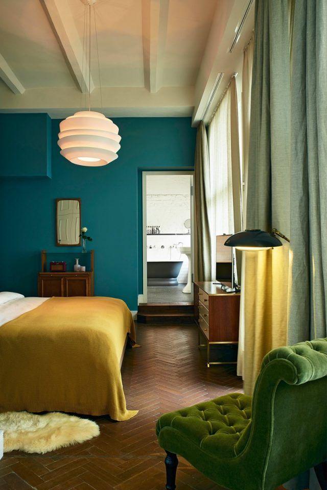 Déco Salon - chambre-bleu-canard-jaune-moutarde-fauteuil-velours ...