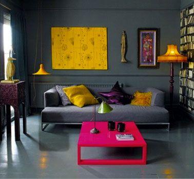 Déco Salon - Le canapé et le mur, gris foncé, se confondent - les ...