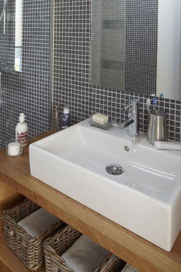 Idée décoration Salle de bain - Gris et bois pour une atmosphère ...