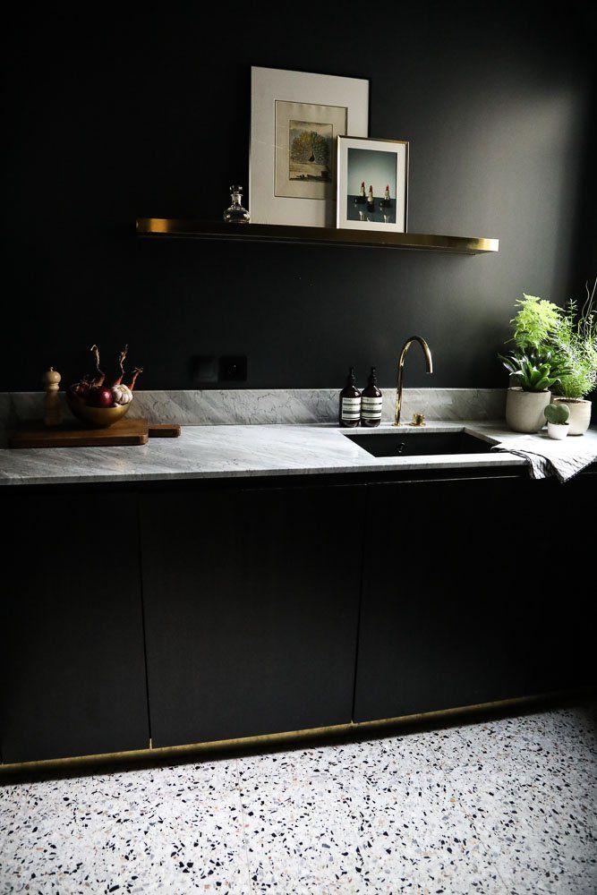 idée décoration salle de bain - plinthe laiton / meuble noir ... - Plinthe Salle De Bain