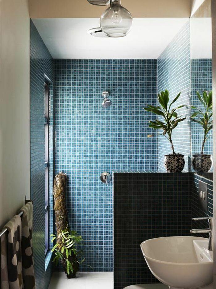 Id e d coration salle de bain jolie mosaique bleu fonc - Idees salle de bain moderne ...