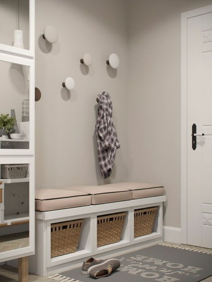 idee deco couloir gris et blanc amazing mur de cadres porte blanche parquet stratifi cadres. Black Bedroom Furniture Sets. Home Design Ideas