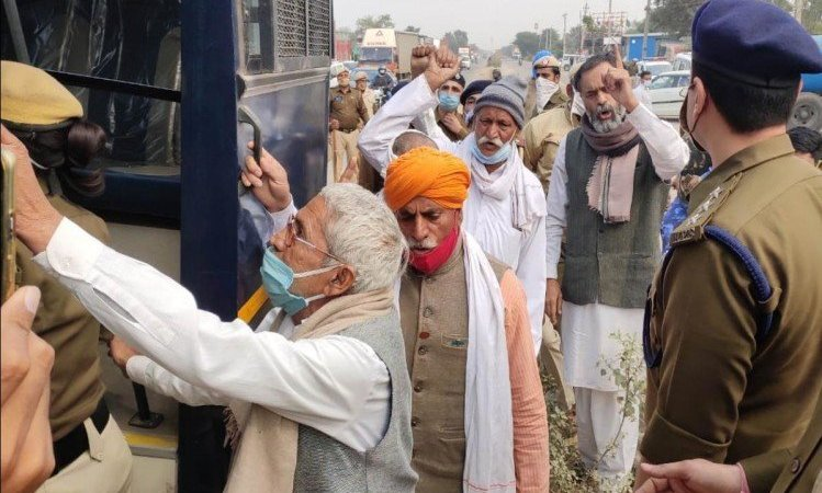 Punjab Farmers Protest Delhi Chalo Kisan March Live Updates News In Hindi Farm Bills 2020 Farmers At Haryana Border Moving Towards Delhi Border Security Tightened Metro Service Drone – Farmers Protest Live Updates: किसानों का दिल्ली कूच : पंजाब-हरियाणा सीमा पर पत्थरबाजी, हिरासत में योगेंद्र यादव