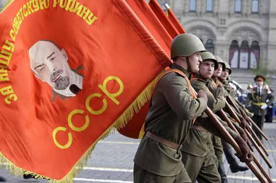 Soviet Union Soldiers-Lenin Flag