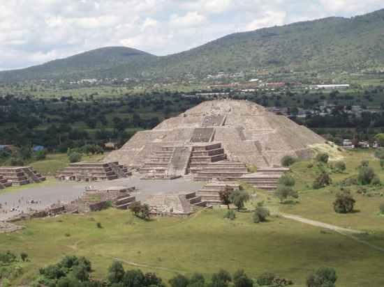 Pyramid-Moon-From-Sun-Cc-Abourdeu