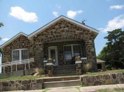 Bowie Petrified Wood House Small-465X345