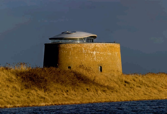 """Martello Tower """"Y"""" By Piercy Conner Architects01"""