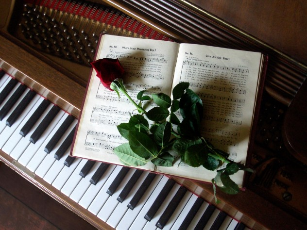 Rose-on-music-book-on-piano