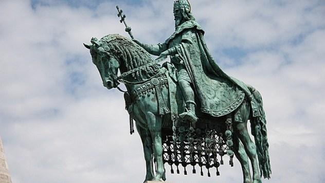 statue-of-king-saint-stephen-budapest-hungary