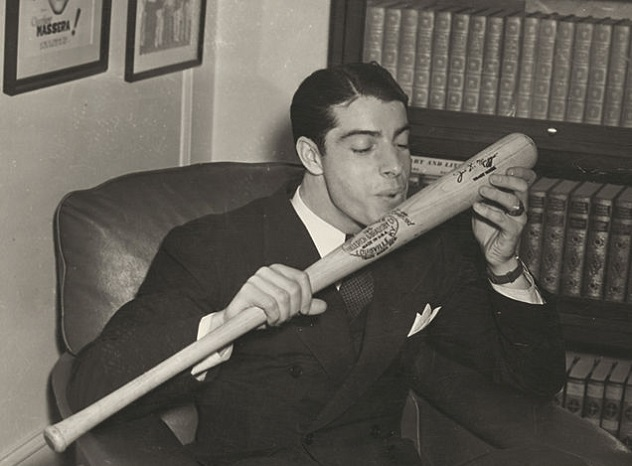 636px-Joe_DiMaggio_salutes_his_bat