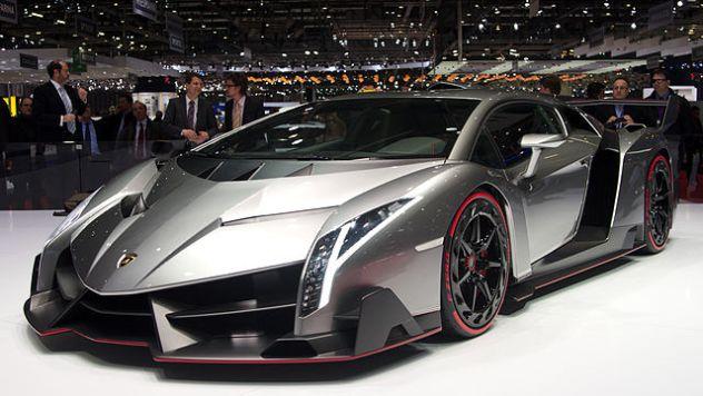 640px-Geneva_MotorShow_2013_-_Lamborghini_Veneno_1
