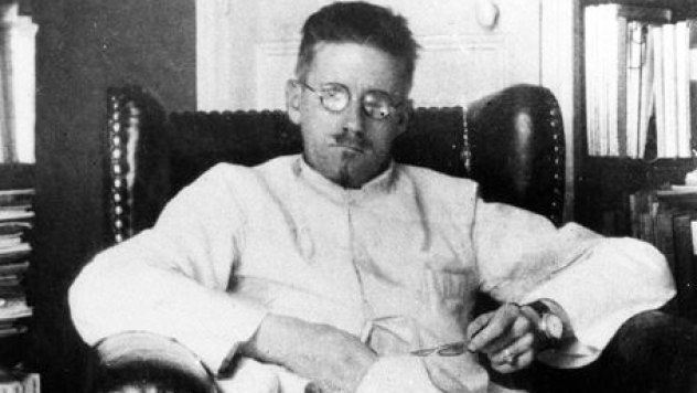 jamesjoyce_whitecoat