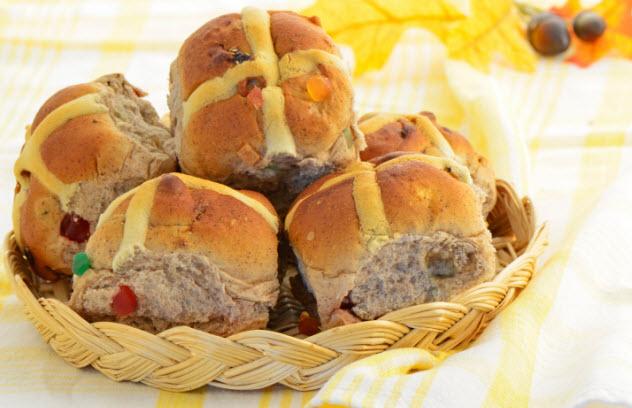 4-hot-cross-buns-477510819