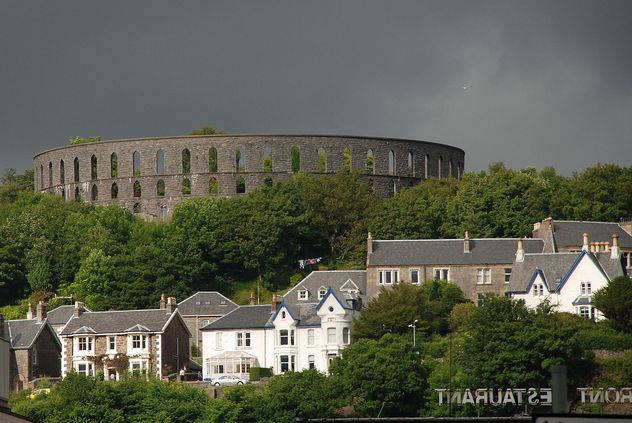 4_McCaig's_Tower,_from_the_ferry