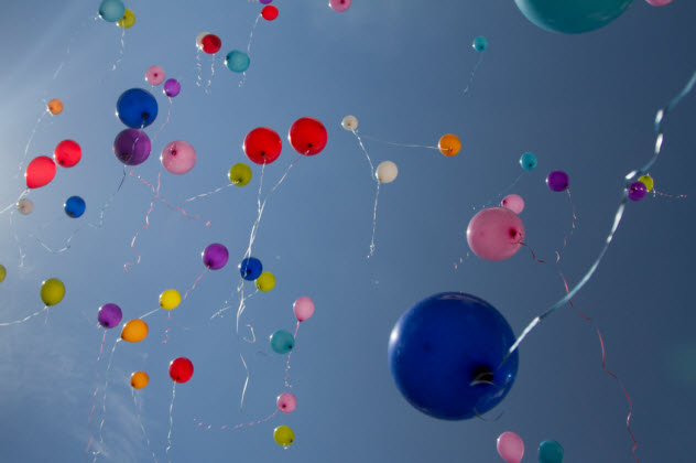 10-balloons-released_000024753284_Small