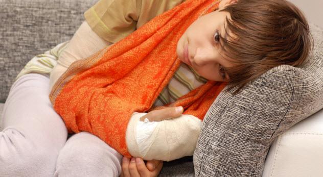 10a-boy-broken-arm_000045158710_Small