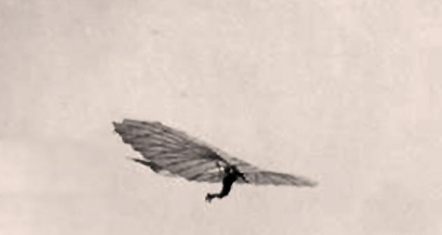 10b-man-strapped-to-kite
