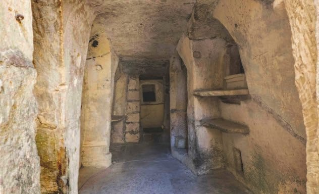 2a-ta-bistra-catacombs