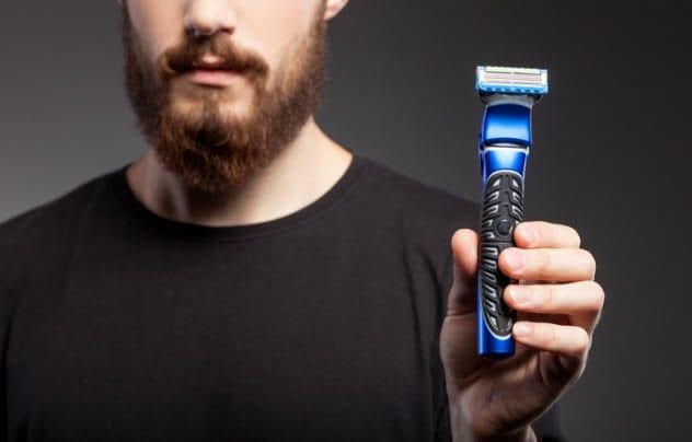 6e-man-with-razor-488911084