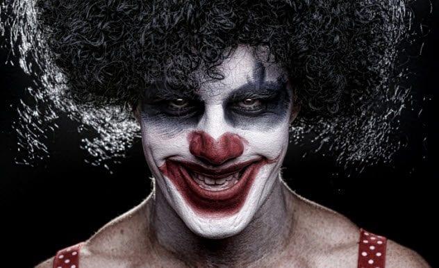 7a-creepy-clown-185895257