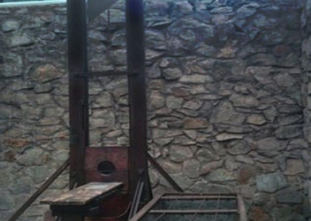 7a-guillotine-vietnam