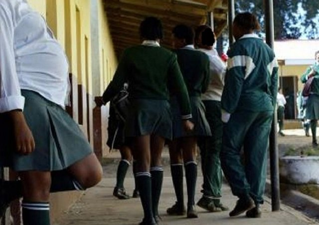 Mozambique Revokes Decree Banning Pregnant Schoolgirls from Attending Normal Day Classes