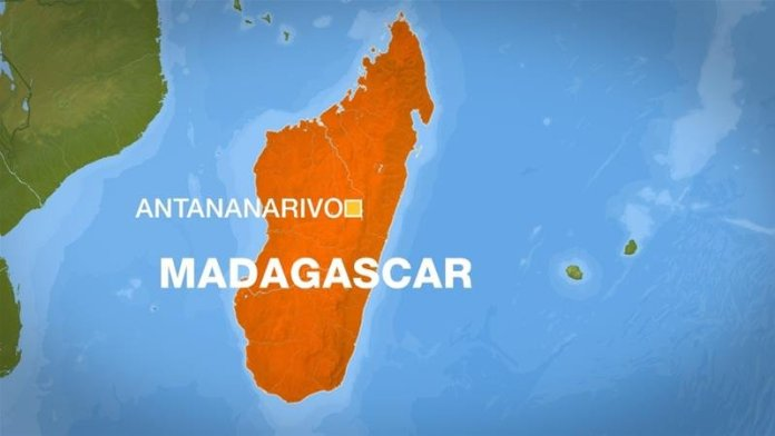 People Found Not Wearing Masks Forced to Clean Streets in Madagascar