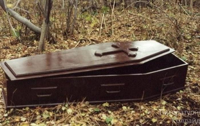 Жертвы и палачи: гроб с телом женщины у здания администрации