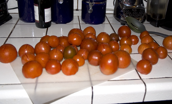 tomatoes ready for boiling and skinning