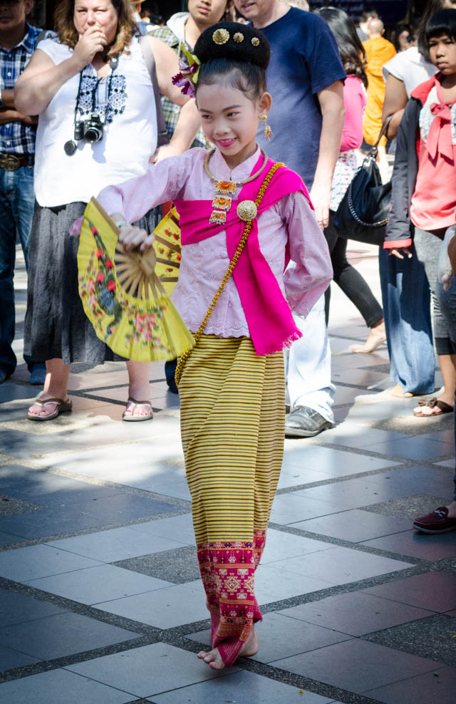 performer at Wat Phra That Doi Suthep