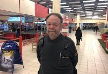 Securitasvakten Torbjörn Forsberg på sin arbetsplats i Bäckebol köpcenter.