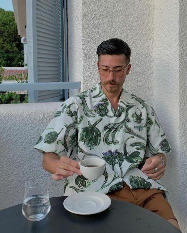 半袖シャツで色っぽく!40代メンズに似合う海外メンズコーデ10選