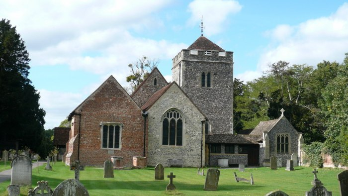 thomas-gray-elegy-churchyard-st-giles-stoke-poges-bucks-via-geograph-5571063-by-mark-percy