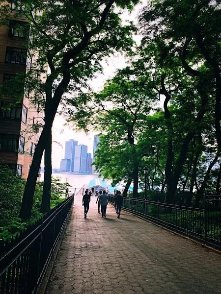A peek-a-boo shot of the Brooklyn Promenade