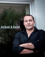 """Leif Greinus, Verleger """"Voland & Quist"""" aus Dresden kommt am 20. April mit Nora Gomringer nach Ulm. Fotograf_Robert_Gommlich"""