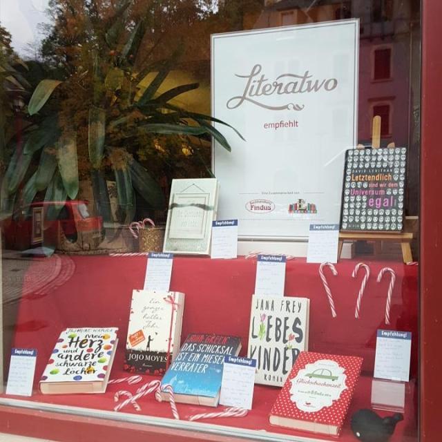 Buchhandlung Findus ~ Literatwo-Schaufenster