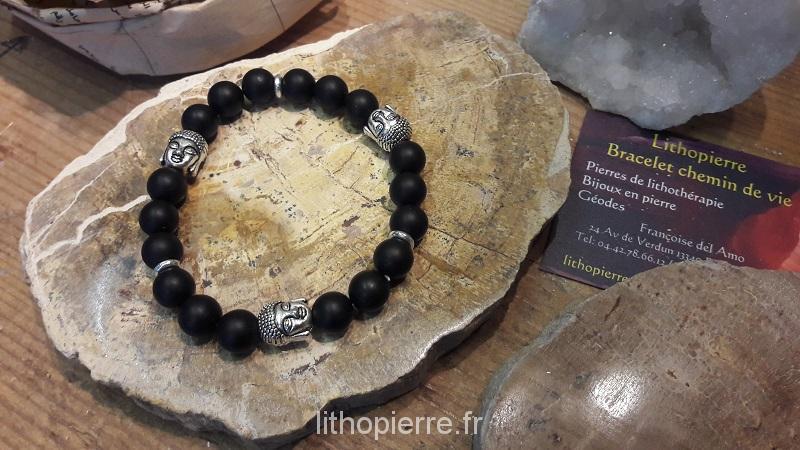 Pierres de lithothérapie: Bracelet en onyx en perles avec 3 boudhas