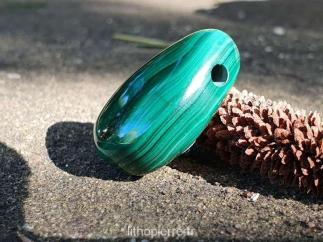 pierre percée pour faire un pendentif