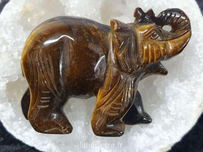 Sculpture en pierre d'un éléphant en oeil du tigre