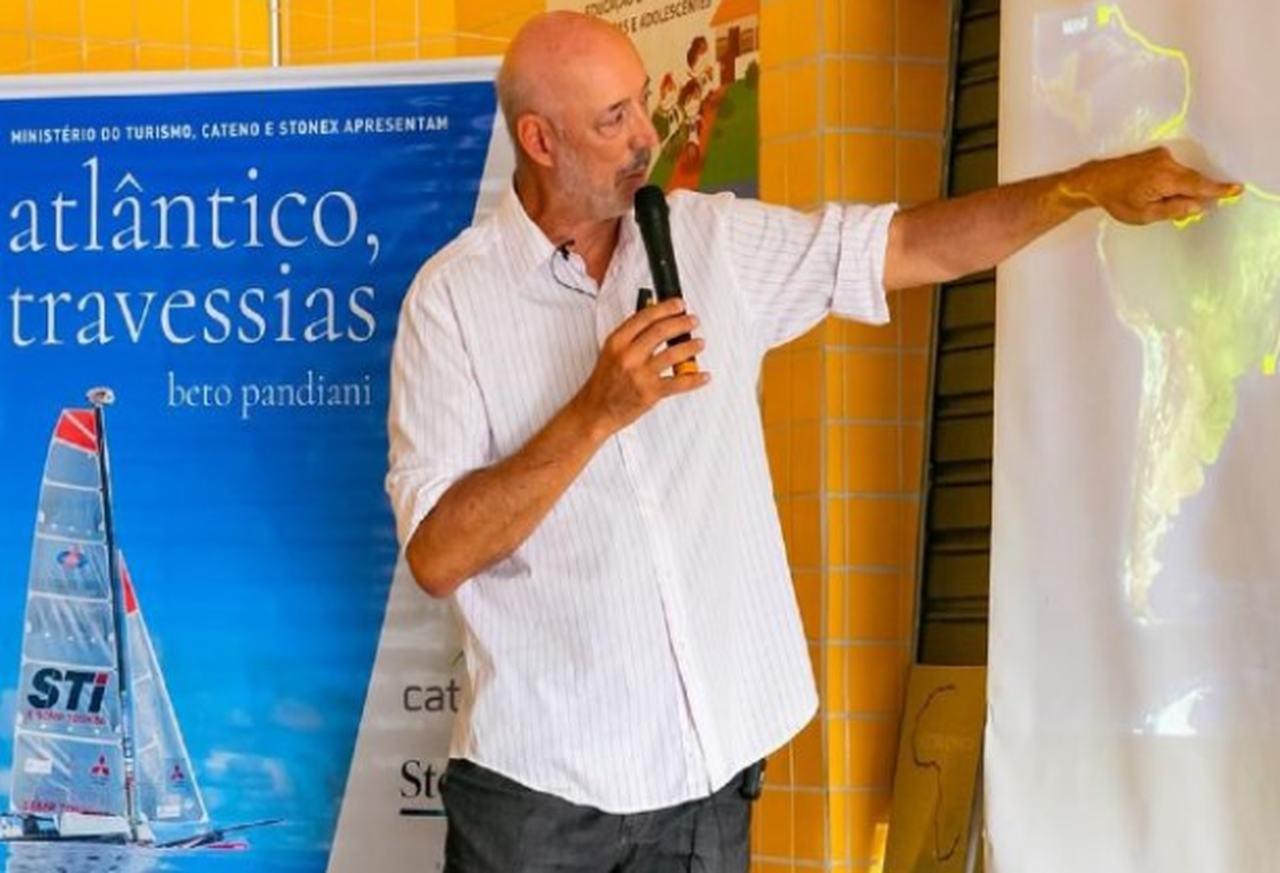 Velejador Beto Pandiani ministra palestra a alunos de escolas municipais de São Sebastião
