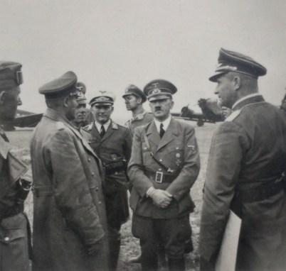 Фюрер во время инспекции фронта