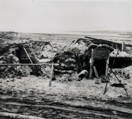 Взорванные польские блиндажи на побережье близ порта Гроссендорф (Польша)