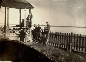 Выпускники встречают рассвет. 22 июня 1941 года