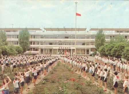 """Торжественная линейка в лагере """"Космос"""""""