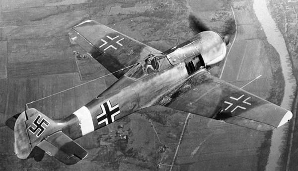 Немецкий Фокке Вульф 190 в воздухе