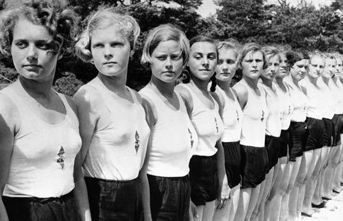 Немецкие девушки готовы улучшить генофонд нации