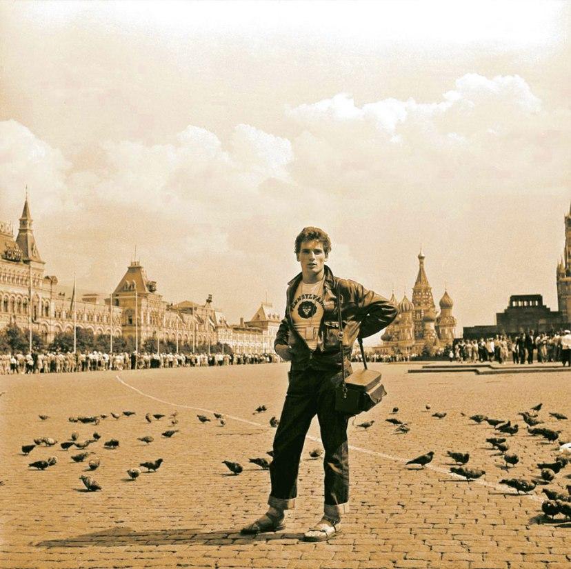 Иностранные гости Фестиваля завезли в СССР главную идеологическую бомбу замедленного действия: джинсы.