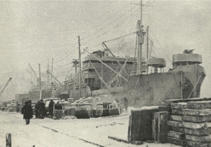 Корабли союзников в порту Мурманска. 1942 год