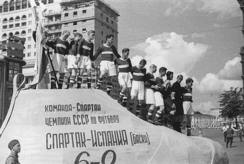 Товарищеские матчи - отличная демонстрация дружеского отношения между странами. 1937 год